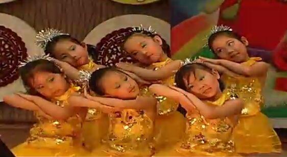 幼儿园舞蹈 左手右手简介: 编导: 演员:视频发布:青藤 舞蹈视频网提供幼儿园舞蹈 左手右手在线欣赏和下载,如网速较慢,请待缓冲完毕后再行观看,。幼儿园舞蹈 左手右手MP3的舞蹈音乐,可在下载后进行转换,可以到 舞蹈音乐网查询下载。如有任何疑问请联系我们,谢谢。 幼儿园舞蹈 左手右手